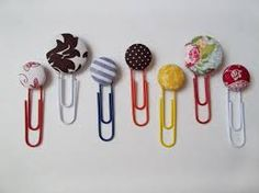 Paperclip bookmarks made with buttons. Just goes to show buttons are great for any craft project! Paperclip Crafts, Paperclip Bookmarks, Cute Bookmarks, Paper Bookmarks, Ribbon Bookmarks, Crafts To Make, Fun Crafts, Crafts For Kids, Marque Page
