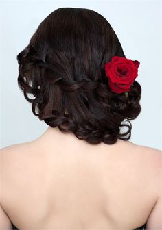 Classy Wedding Hairstyles Preparing your wedding day can be very stressful. Especially choosing from so many great wedding hairstyles that can turn you into the fairytale princess that every bride … Wedding Hair Up, Romantic Wedding Hair, Wedding Hair Flowers, Flowers In Hair, Wedding Prep, Silk Flowers, Wedding Blog, Wedding Styles, Wedding Ideas