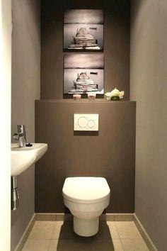 Bel appartement 2 ch dans un endroit splendide Guest Toilet, Downstairs Toilet, Small Toilet, Bathroom Design Layout, Bathroom Design Small, Showroom Interior Design, Interior Design Living Room, Space Saving Toilet, Toilette Design