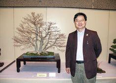 Suthin Sukolosvisit with his favorite bonsai