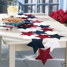 Easy: Sew fabric or felt stars together to make pretty table runner for any pat. - Easy: Sew fabric or felt stars together to make pretty table runner for any patriotic holiday - Table Runner And Placemats, Table Runner Pattern, Quilted Table Runners, Patriotic Crafts, July Crafts, Holiday Crafts, Farmhouse Table Decor, Modern Farmhouse, 4th Of July Decorations