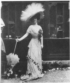 That hat is amazing! #Edwardian #fashion #1900s #hats