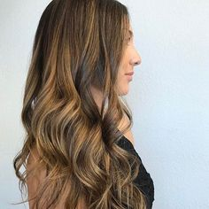 What better way to #celebrate #lazysunday than with beautiful #caramel #balayage #livedincolor! Whether it's in a messy #topknot or down in #beachwaves.... lived in #haircolor works for all occasions! #hairart #repost: @courtney_hairdesign