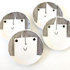 Ceramic Plates, Ceramic Pottery, Pottery Art, Pottery Painting Designs, Paint Designs, Ceramic Painting, Ceramic Art, Comics Und Cartoons, Design Page