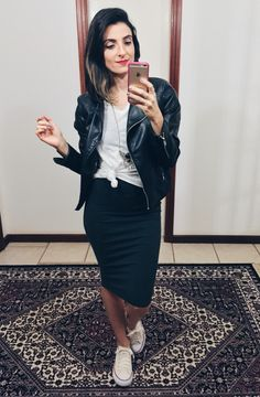 pencil skirt and flat Black Pencil Skirt Outfit, Pencil Skirt Casual, Casual Skirts, Pencil Skirts, Pencil Dresses, Modest Outfits, Modest Fashion, Casual Outfits, Fashion Outfits