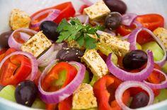 Greek Salat   http://www.vivalasvegans.de/rezepte/salate/bauernsalat/