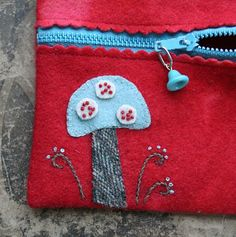 zipper purse tutorial (Pinned just for the scallop at the zipper. Would be nice with some felted wool.)