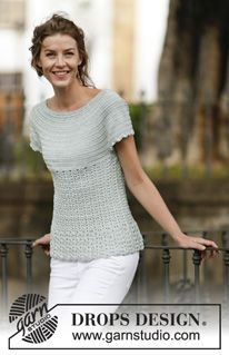 "Crocheted ""Lady Ascot"" top with fan pattern and round yoke, worked top down - a free pattern from DROPS Design"