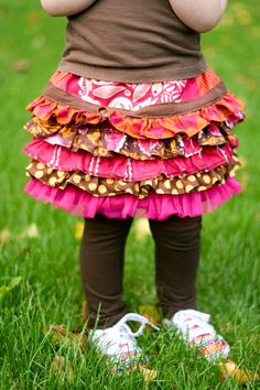 Scrap Fabric Layered Ruffle Skirt Tutorial ♥ Great use for small bits of pretty fabric! Little Girl Skirts, Cute Little Girls, Diy Clothing, Sewing Clothes, Sewing For Kids, Baby Sewing, Sewing Tutorials, Sewing Patterns, Sewing Projects