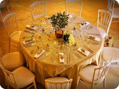 Idée de thème pour un mariage : L'olivier, tout un symbole J'ai Dit Oui, Wedding Decorations, Table Decorations, Table Settings, Receptions, Home Decor, Theme Ideas, Provence Wedding, Centerpiece Wedding