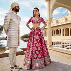 Wedding Lehenga Designs, Designer Bridal Lehenga, Indian Bridal Lehenga, Indian Bridal Outfits, Indian Designer Outfits, Red Lehenga, Lehenga Choli, Sabyasachi Lehenga Bridal, Pakistani Bridal