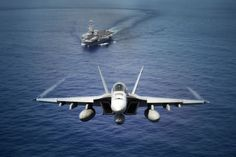 US Navy pilot awarded medal for shooting down Syrian fighter jet Fighter Pilot, Fighter Jets, Fighter Aircraft, Uss Kearsarge, F18 Hornet, Carrier Strike Group, Navy Wallpaper, Wallpaper Ideas, Thing 1