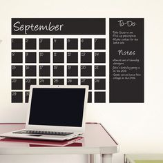 Kalenders van schoolbordverf.   http://anoukdekker.nl/kalenders-van-schoolbordverf/