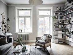 Beautiful Johanna Bradford's Home