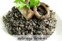 Risotto negro thermomix - Recetas para Thermomix Rissoto Thermomix, Herbs, Pasta, Ethnic Recipes, Food, Youtube, Risotto, Beverages, Essen
