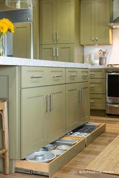 Stylish Simple Kitchen Storage Design Ideas That You Want To Try Small Space Kitchen, Kitchen Room Design, Kitchen Cabinet Design, Kitchen Redo, Home Decor Kitchen, Kitchen Interior, Home Kitchens, Smart Kitchen, Hidden Kitchen
