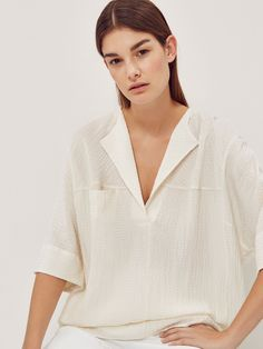 The latest shirts & blouses for women this SS 2020 at Massimo Dutti. Mode Outfits, Fashion Outfits, Feminine Mode, Playsuit Dress, Seersucker Shirt, White Shirts Women, Boho Look, Fashion Line, Casual Elegance
