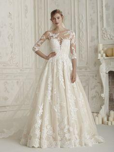 e855b978b3 Original vestido de novia romántico con escote ilusión ELCHE