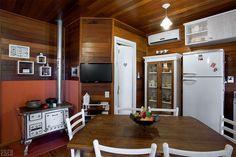 Casa em Porto Alegre cresce 32 m² e ganha cozinha com fogão a lenha - Casa
