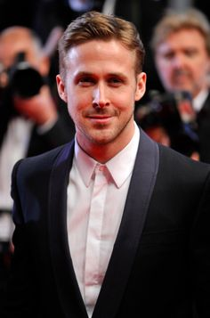 Ryan Gosling Looks So Dapper in a Tux at 'Lost River' Premiere!: Photo Ryan Gosling is handsome in a tuxedo while attending the premiere of his directorial debut Lost River during the 2014 Cannes Film Festival on Tuesday (May in… Ryan Reynolds, Christina Aguilera, Sandra Bullock, Style Ryan Gosling, Justin Timberlake, Cannes Film Festival 2014, Remember The Titans, Lost River, Actrices Sexy