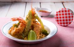 Γαρίδες και λαχανικά σε κουρκούτι με σάλτσα μέλι- σαφράν Shrimp, Meat, Cooking, Food, Beef, Meal, Koken, Hoods, Kochen