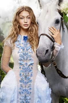 Gigi Hadid in Fendi haute couture photographed by Karl Lagerfeld for Harper's Bazaar US, October Horse Fashion, Fashion Shoot, Editorial Fashion, Fashion Models, Fashion Editor, Style Fashion, Revista Bazaar, Karl Lagerfeld, Kendall Jenner