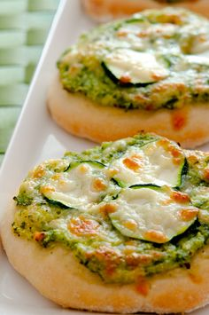 Mini green Pizza of Zucchini und Basilicum Vegetarian Recepies, Veggie Recipes, Cooking Recipes, Healthy Recipes, Food Porn, Snacks, Soul Food, Tapas, Finger Foods