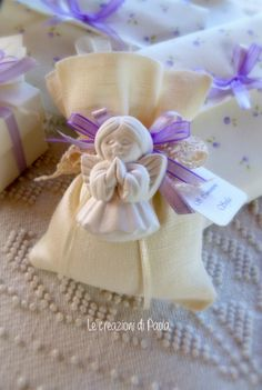 Le creazioni di Paola: Per la prima comunione di Sofia! Communion Party Favors, Baptism Favors, Hobbies And Crafts, Diy And Crafts, Wedding Favors, Wedding Gifts, Confetti Bags, Gift Wraping, Lavender Bags