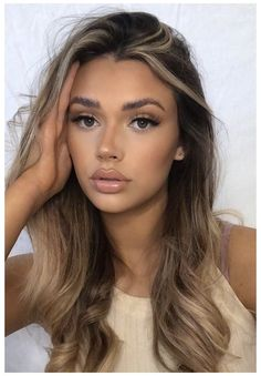 Glam Look, Glam Makeup Look, Matte Makeup, Maquillaje Glam Natural, Natural Lips, Natural Makeup For Brown Eyes, Blonde Updo, Blond Ombre, Long Curly Hair