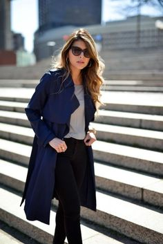 When it is not cold enough to wear thick trench coat outfit Trench Coat Outfit, Khaki Trench Coat, Coat Dress, Winter Coat Outfits, Fall Outfits For Work, Outfits Mujer, Legging Outfits, Mode Outfits, Navy Outfits