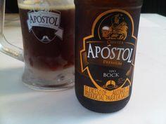 Cerveja Apóstol Bock, estilo Maibock/Helles Bock, produzida por Cervecería Inducerv, Colômbia. 6% ABV de álcool.