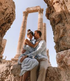 A tour to discover two of Israel's most important cities and the main highlights of Jordan. If you only have one week available, this is the right guide for you! Jordan Couples, Bus Number, Roman Theatre, Visit Israel, Old Train Station, Jordan Travel, Time To Leave, Best Sunscreens, Best Seasons