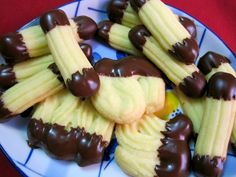 Light, Buttery and Elegant - Viennese Biscuits with Chocolate: Sables Viennois with Chocolate Candy Recipes, Cookie Recipes, Dessert Recipes, Moraccan Recipes, Viennese Biscuits, Austrian Desserts, No Bake Cookies, Baking Cookies, Christmas Baking