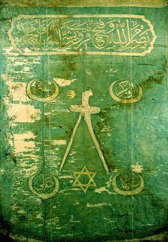 Étendard de la Régence d'Alger à l'époque de Barberousse. On y voit le sceau de Salomon (étoile de David). Histoire de rappeler que ce symbole n'est pas la propriété du sionisme.  Egalement, Zoulfiqar, l'épée de l'imam Ali, l'inscription des quartes Khalifs et le slogan des Janissaires en haut de l'image.