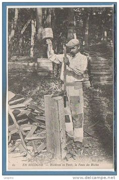 41 - EN SOLOGNE -- Bucheron en forêt , la fente des buches Old Photos, Vintage Photos, Forest Crafts, White Tractor, Tree Logs, Masonic Symbols, Vintage Boys, Big Tree, Jolie Photo