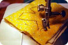 Vamos criar um alfabeto em tecido? Pode ser algo bem legal para decorar algum tipo de artesanato que você compôs. Confira como fazer! Uma vez ou outra fazemos um bonito artesanato, mas que ainda precisa de alguns detalhes para ficar bacana e finalizado de verdade. Mesmo que faltem pequenas coisas, é bom sempre deixar o …