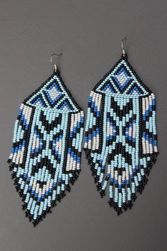 These earrings are made of Czech beads. The lenth of the earrings is approx. Native Beading Patterns, Beaded Earrings Patterns, Seed Bead Patterns, Bracelet Patterns, Seed Bead Jewelry, Bead Jewellery, Seed Beads, Jewelery, Aztec Earrings