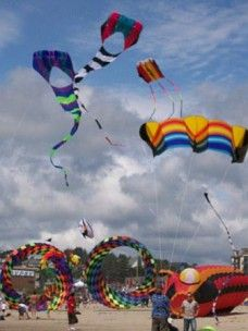 SUMMER KITE FESTIVAL  ON THE CENTRAL OREGON COAST,June 27th-28th 2015 The Lincoln City Summer Kite Festival is held on the beach, in the center of Lincoln City, at the D-River Wayside from 10am-4pm on Saturday and Sunday.