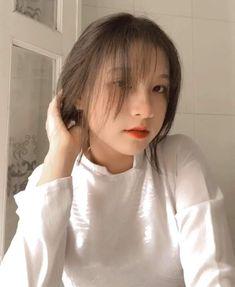 Girls Bags, Aesthetic Iphone Wallpaper, Ulzzang Girl, Pretty People, Lightroom, Cute Girls, Anime, Beautiful People, Cartoon Movies