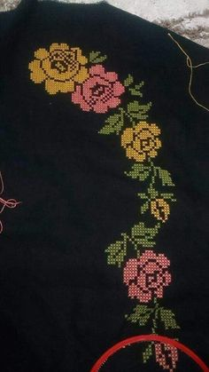 This Pin was discovered by Hül Ethno Style, Prayer Rug, Cross Stitch Patterns, Embroidery Designs, Projects To Try, Cushions, Brooch, Couture, Canvas