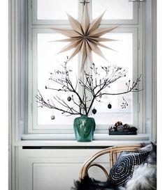 33 SLEEPS NTIL XMAS INSPO.... Christmas Branches.... Beautiful Xmas window ledge styling... Pic credit planets-decor.fr #christmas #xmas #christmasinspiration #christmasinspo #xmasinspiration #xmasinspo #christmasdecorations #christmasdecor #xmasdecorations #christmasbranch #christmastree
