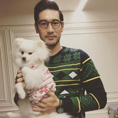Godfrey Goa and puppy dog, 「 我也來加入吧!I had to join in on the #uglysweaterparty #merrychristmaseveryone 」