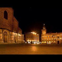 Bologna. Piazza Maggiore - Instagram by alessandrodellacasa