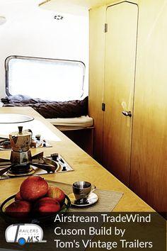 Airstream Custom Build Bad und Küche by Tom's Vintage Trailers GmbH #glamping #tomsvintagetrailers #airstream #verkauf #vermietung #tradewind #event #hochzeit Airstream, Glamping, Vintage Trailers, Bath Caddy, Bad, Travel Trailers, Wedding, Vintage Campers Trailers, Go Glamping