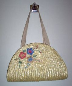 Love this bag made from a straw placemat!  Check out tutoral @ http://www.craftster.org/forum/index.php?topic=93668.0