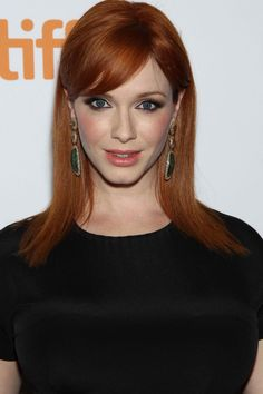 Christina Hendricks (Brit/Am. hourglass model/actress b. 1975 May 37 in 2012 / Brit dad / modern voluptuous Marilyn glamour / most famous role as Joan Holloway on AMC period drama series Mad Men Beautiful Red Hair, Gorgeous Redhead, Hair Styles 2016, Medium Hair Styles, Long Hair Styles, Christina Hendricks, Hairstyles With Bangs, Straight Hairstyles, Cristina Hendrix