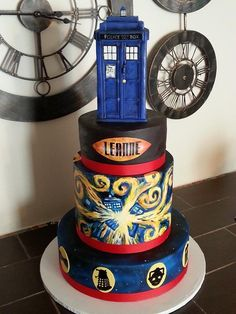 Hand-painted Doctor Who cake - All details are hand-painted or airbrushed. :) Sizes: 8-10-10-14