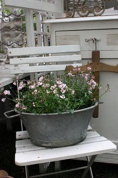 garden Brocante zinc tub with roses Repinned by www.silver-and-grey.com