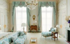 luxury hotel The Ritz Paris: Inside the luxury hotel, before and after - Scene Therapy Modern Bedroom, Home, Bedroom Interior, Bedroom Design, Luxurious Bedrooms, Luxury Hotels Paris, Classic Bedroom, Bedroom Decor, Interior Design
