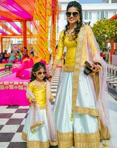Mom and Kid Matching Lehenga Choli for Wedding Mom Daughter Matching Outfits, Mommy Daughter Dresses, Mom Dress, Mothers Dresses, Dresses Kids Girl, Baby Dresses, Mother Daughter Wedding, Mother Daughter Fashion, Indian Fashion Dresses